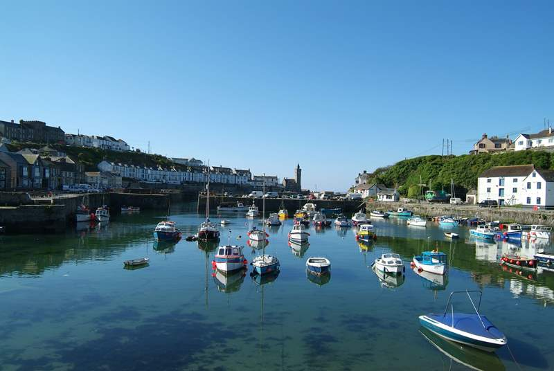 There are many wonderful restaurants in Porthleven, enjoy a bite to eat and a stroll around the harbour.