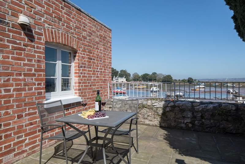 Located superbly on the waterfront, this charming and spacious bolthole is perfect for two.