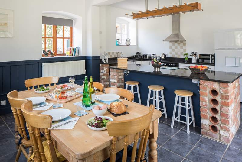 Such a very sociable kitchen/dining-room, the whole family can join in.