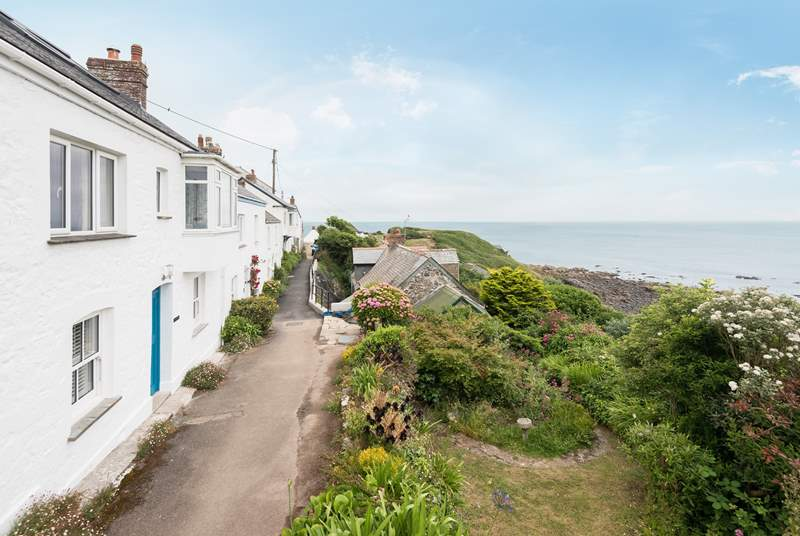 The path to the front of this lovely cottage leads you down to the pub, village shops, cafe and of course the beach in the bay.
