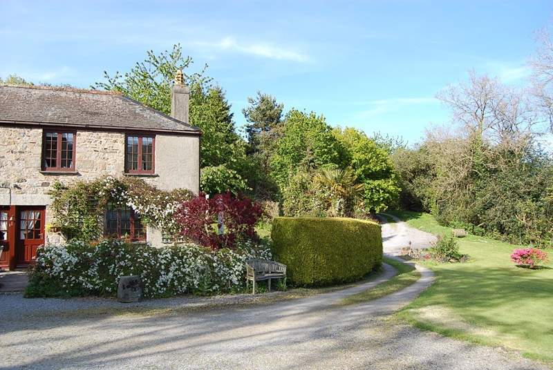 The long sweeping drive delivers you to the centre of this little piece of heaven at Ullacombe Cottage. What a fabulously peaceful and tranquil spot.