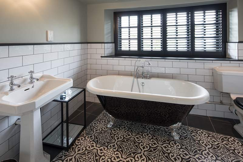The en suite to the master bedroom comprises of a superb roll-top bath and luxury shower cubicle.