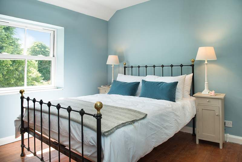 Kear Cottage has three beautifully furnished bedrooms - with super comfy Cornish Company beds.