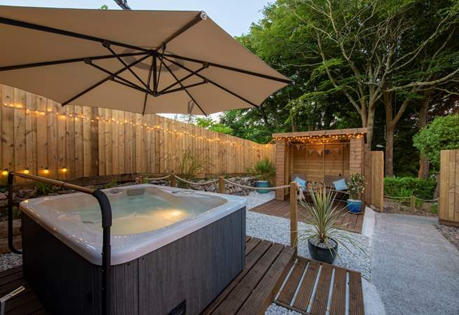 The lovely hot tub.