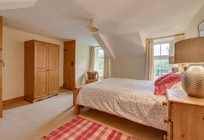 The master bedroom has an en suite WC and a separate little en suite shower too.
