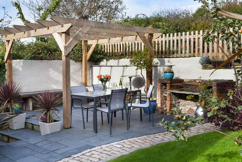 You are sure to enjoy al fresco dining at Stormleigh Cottage.