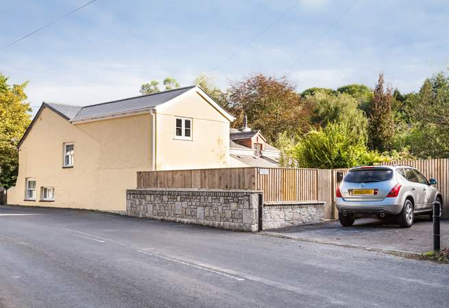 Orchard Leigh Cottage is located on the main road that leads into Portreath.