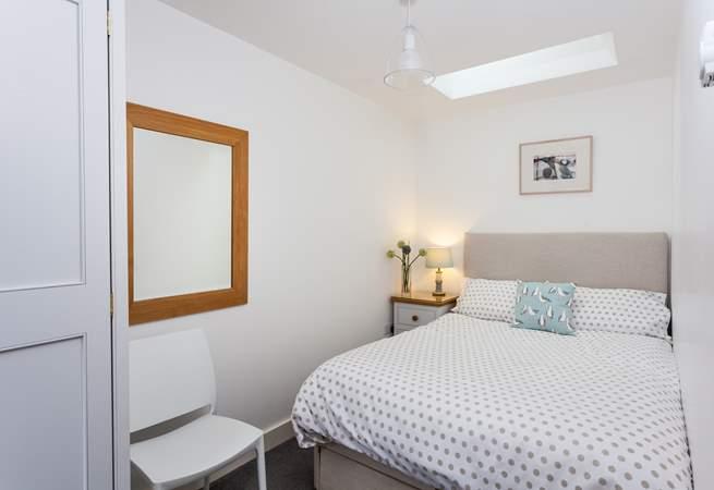 Bedroom 2 has a single bed (4').