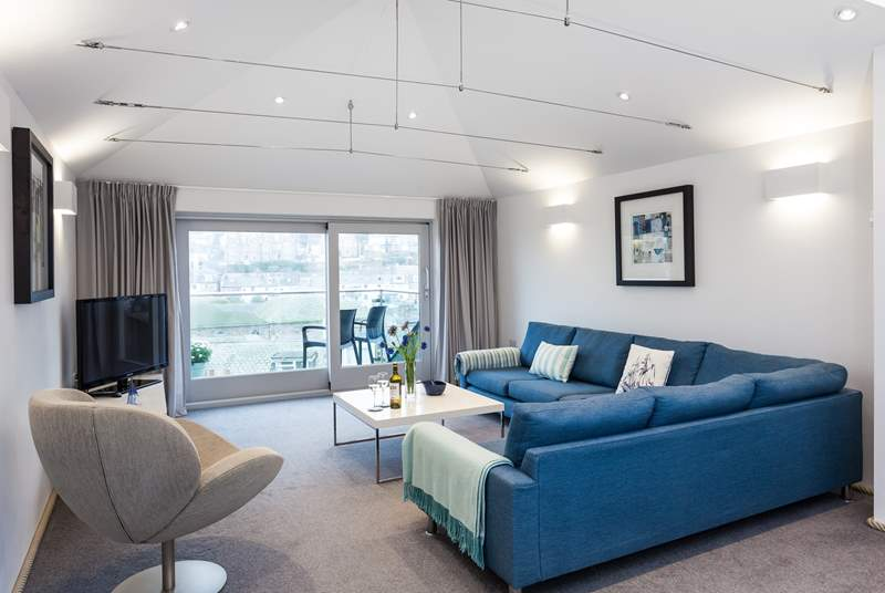 The sitting-room is the perfect place to relax and enjoy the view of St Ives. There is a small step leading up to the sitting-room.