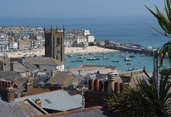 St Ives town is very picturesque and reached by a steep walk down the hill from Hakey Bay.