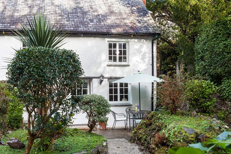 Welcome to Rose Cottage. The garden is located in front of a little stream, and is not fully enclosed, so please keep a watchful eye on the young ones and your four-legged friends.