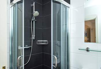 ...and yet again another en suite shower-room!