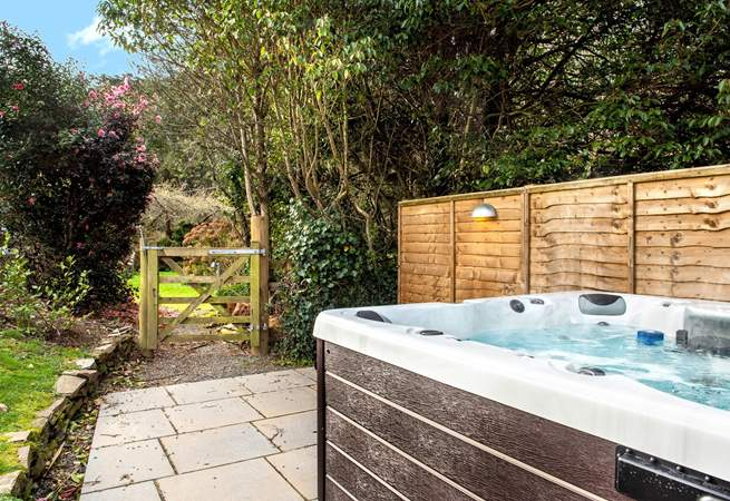 After a busy day exploring all that North Cornwall has to offer come back to Ferny Park and relax in the hot tub
