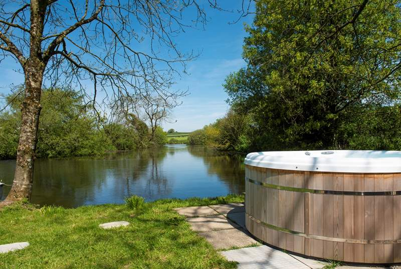 And there's a bubbling hot tub to relax in and enjoy the scenery from.