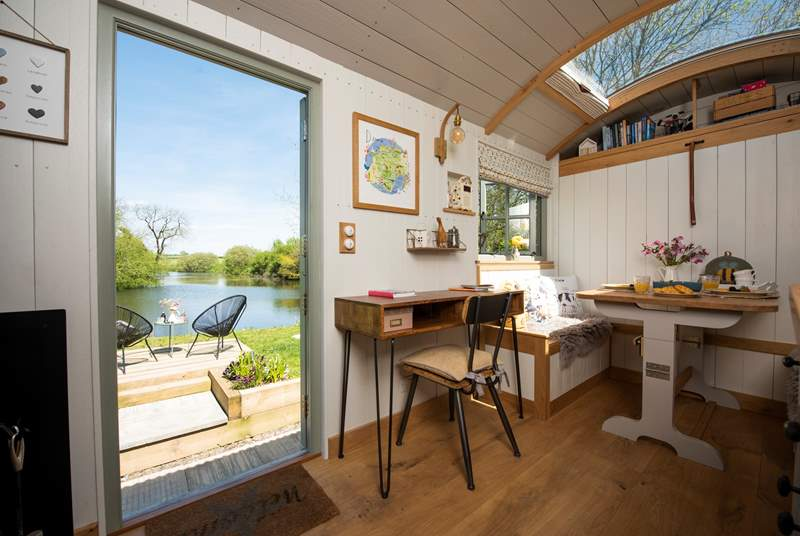 Hayley's Hut is an exceptional shepherd's hut in a simply unbeatable setting.