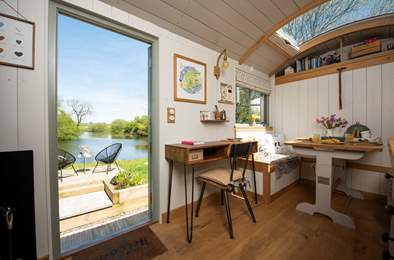Hayley's Hut. Sleeps 2, 7.7 miles S of Bideford