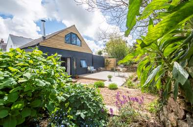 Little Woon. Sleeps 2, 6.2 miles W of Falmouth
