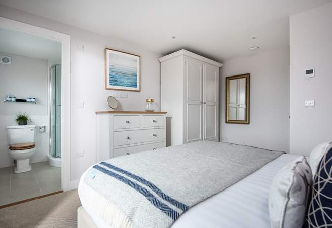 The master bedroom overlooks the sea (Bedroom 1).