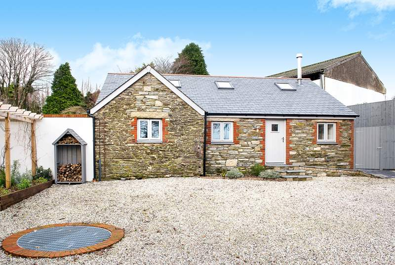 Gilliflower is a beautifully presented cottage set around a sheltered courtyard.