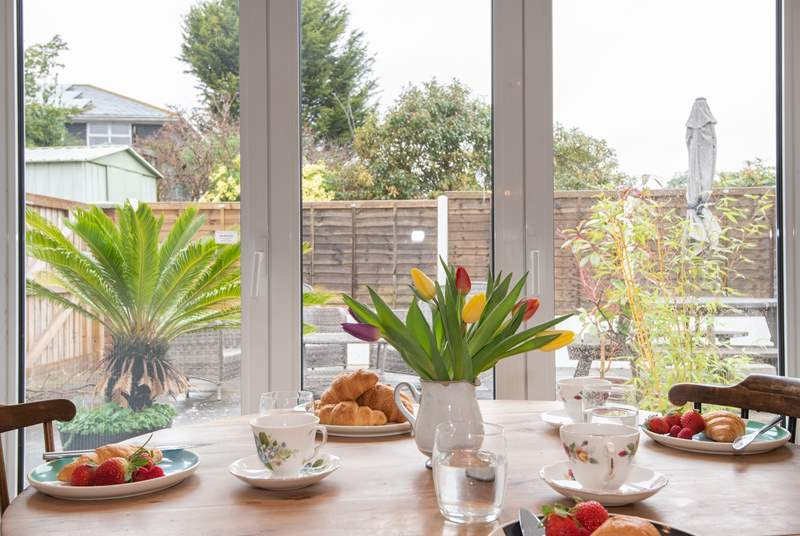 Open the bi-fold doors leading to the enclosed patio and enjoy breakfast in the morning sunshine.