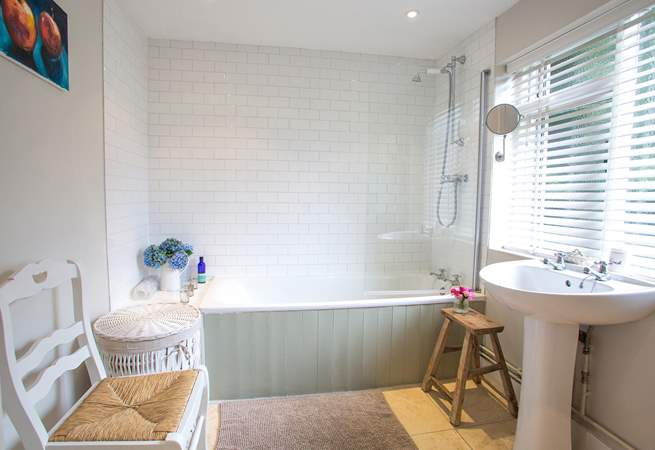 Sink back and relax in the full-size bath after a day out exploring.