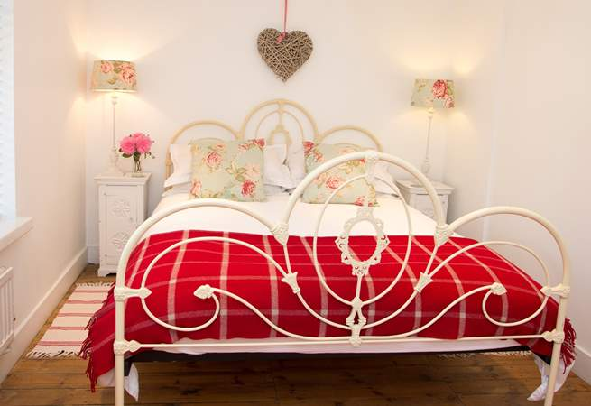 A peaceful night's sleep is guaranteed in this beautful king-size bed.