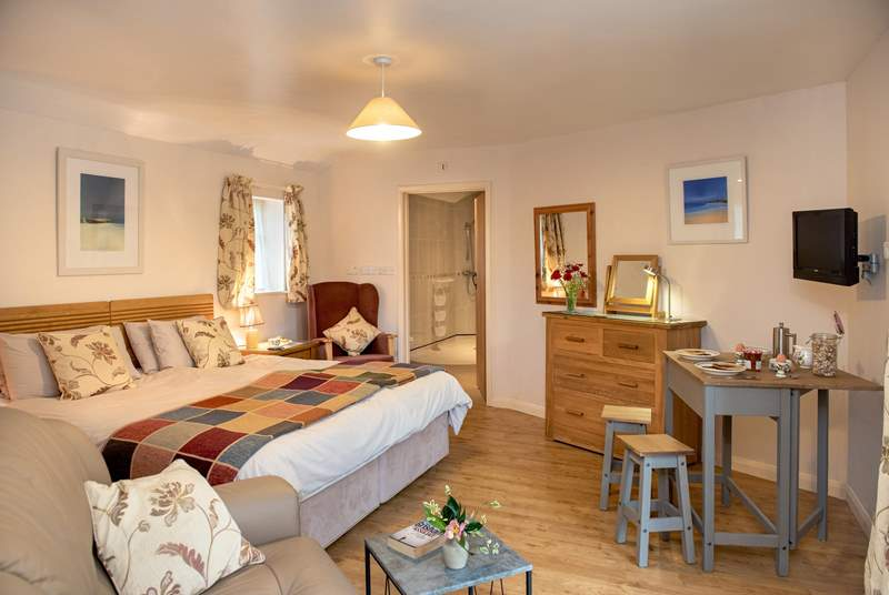 Small but perfectly formed, this studio apartment has everything you need close at hand.