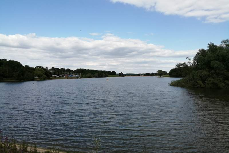 Sutton Bingham reservoir is just along the road from Halstock. There is a large picnic-area and lovely lakeviews.