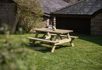 What a lovely spot to enjoy a touch of al fresco dining.
