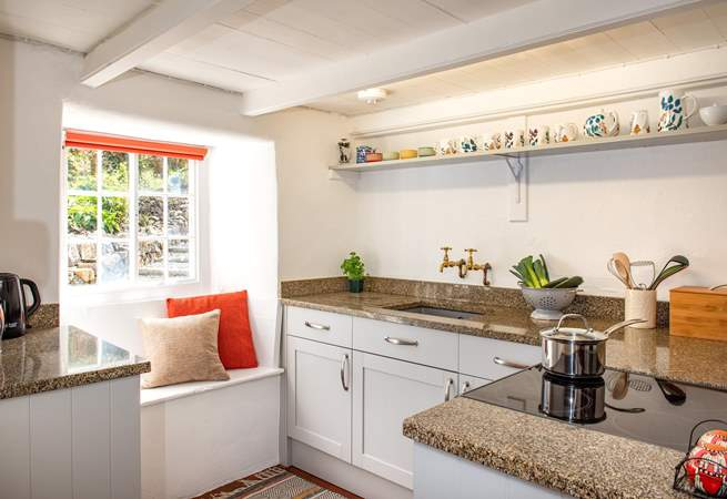 The kitchen is very cute.
