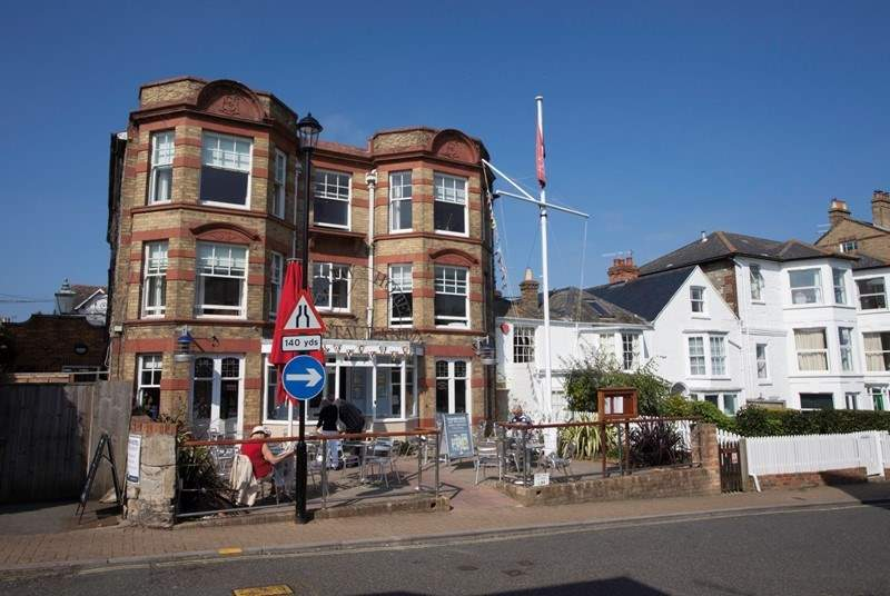 The Seaview Hotel offers fine dining, a more relaxing pub or al fresco, what more could you ask for?