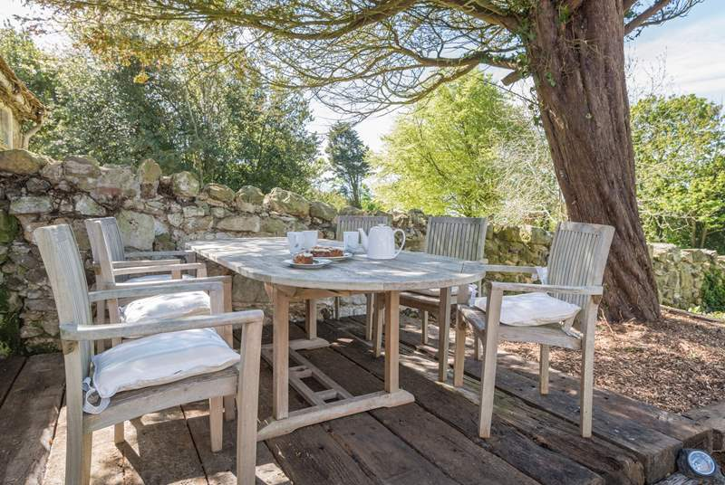 A truly Mediterranean dining terrace made of re-claimed sleepers.