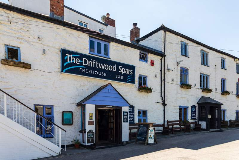 The Driftwood Spars is located just above Goofyfoot, and serves delicious  pub meals and local ales and ciders.