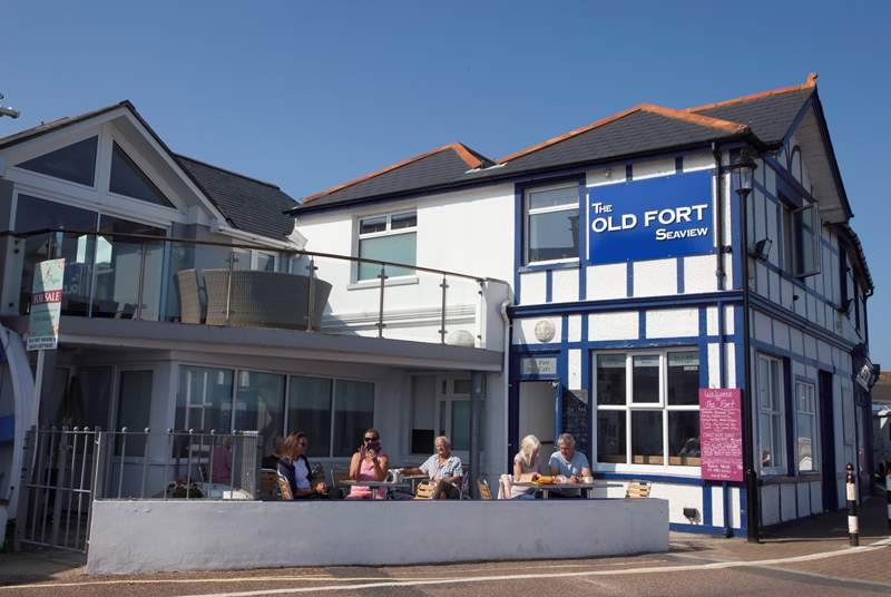 ...you can also enjoy a meal at The Old Fort pub which overlooks the sea and has outdoor seating.