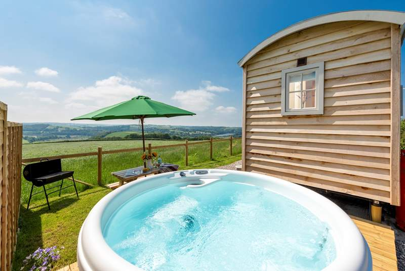 A true getaway retreat, with stunning views and a bubbling hot tub.