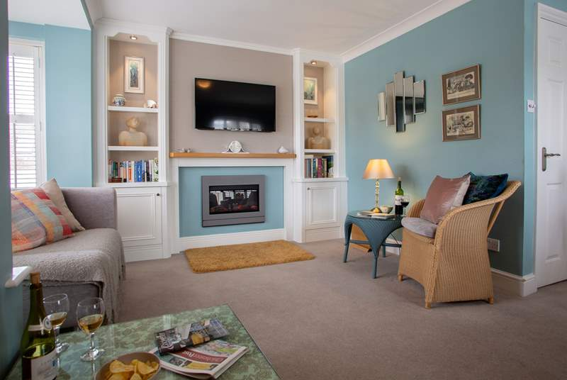 Relax in the first floor living-room after a day out exploring the city.