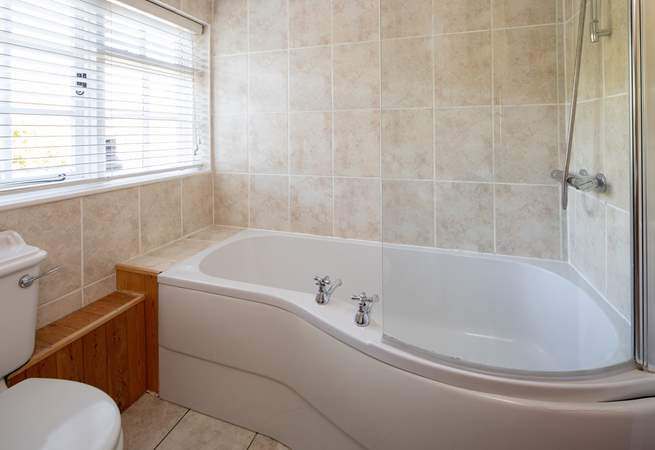 The family bathroom on the first floor is equipped with this spacious tub.