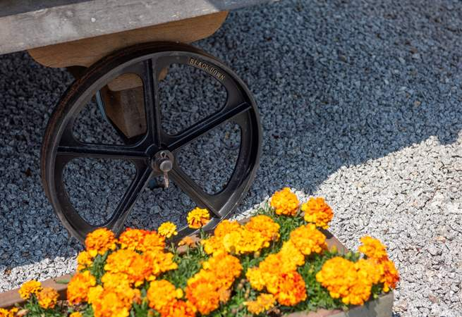 Pretty flowers surround the hut.