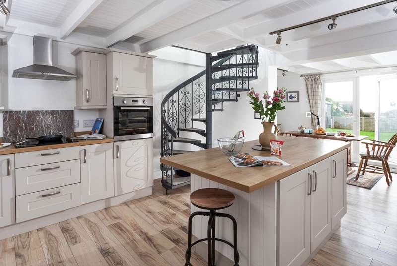 The spacious kitchen-area is ideal for preparing a special treat.