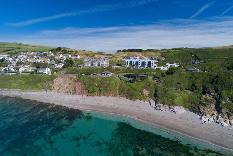 Sandpiper sits in a terrace of five stunning beach houses in the coastal hamlet of Portwrinkle.