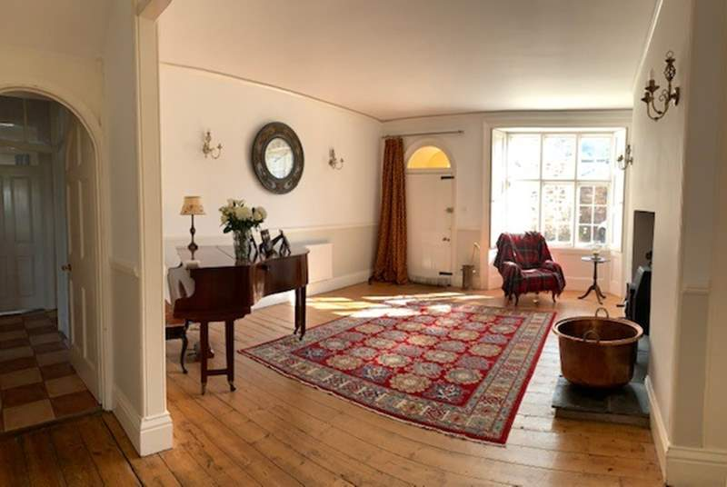 The grand entrance hall sets the scene for your stay here. This lovely house is currently being refurbished to a very high standard. A full set of photos will follow as soon as possible.