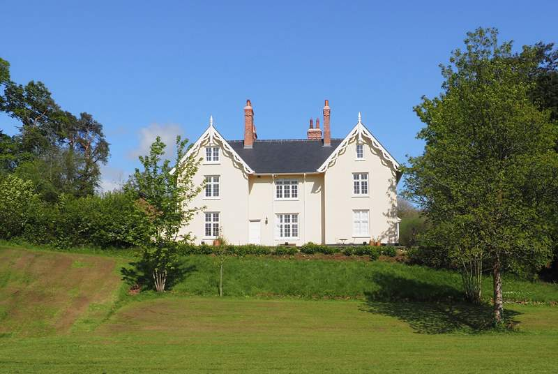 Lythecourt is a stunning period property with extensive gardens.
