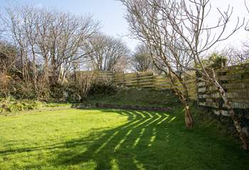 Safe enclosed garden to the rear of the house. Perfect for the children & dogs to play.