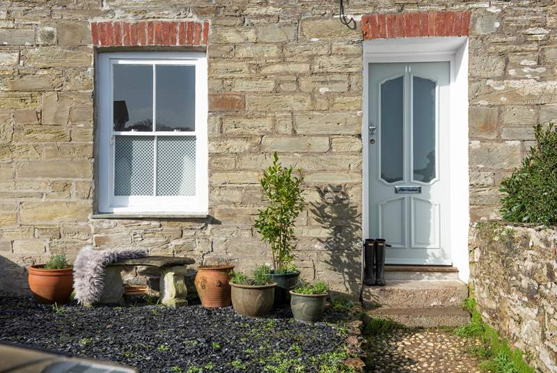 Welcome to Rock Samphire, a gorgeous cottage in St Agnes. One step leads up from the pavement to the garden path, and then a further two steps lead into the cottage.