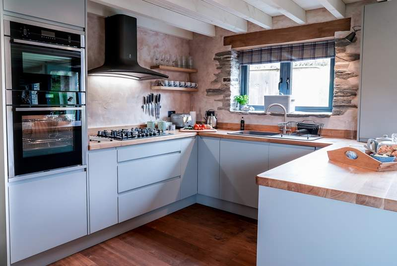 A well positioned modern kitchen which offers a great place to cook up a storm with all that you could wish for provided.