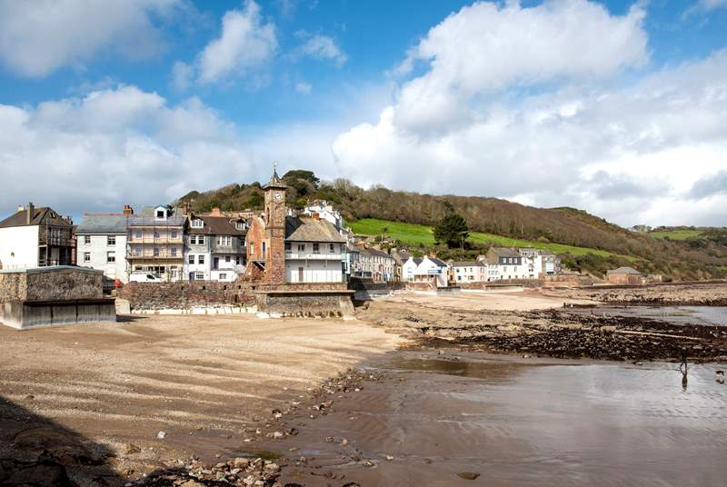 At low tide there is a large expanse of beach - your four-legged friends will simply love it.