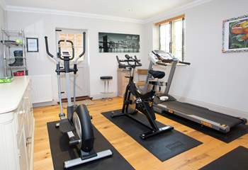 Access to a shared fitness room (by prior arrangement with the owner due to Covid restrictions).