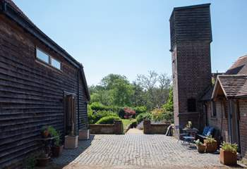 The Tea Hut is opposite Medleys Barn and they can be booked together.