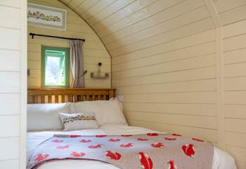The cosy double bed.