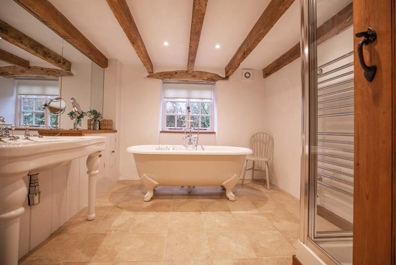 This fabulous bathroom is sure to delight! From the roll-top bath to the shower cubicle, not forgetting the heated towel rail and space!